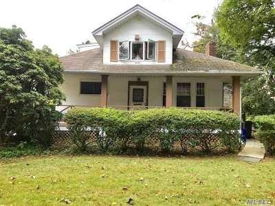 Freeport Single Family Home For Sale: 275 Lena Ave