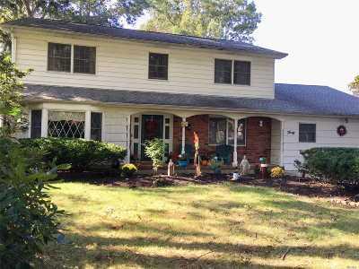 Smithtown Single Family Home For Sale: 40 Sheppard Ln