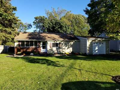 Commack Single Family Home For Sale: 39 Marvin Ln
