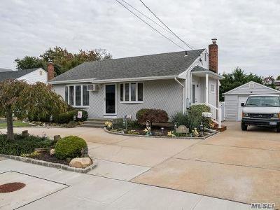 Massapequa Park Single Family Home For Sale: 179 Park Ln