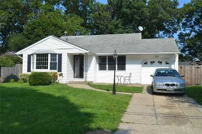 Selden Single Family Home For Sale: 19 Mallard Ave