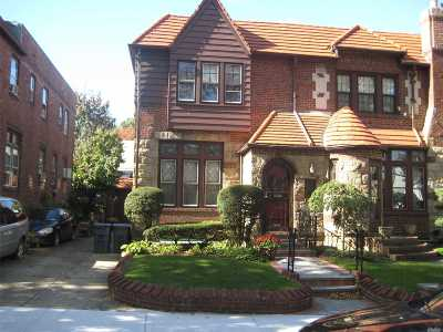 Bayside Single Family Home For Sale: 49-10 217th St