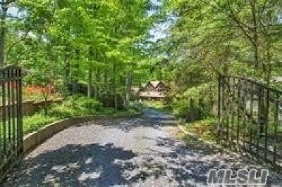 Huntington Single Family Home For Sale: 14 Bartlett Pl