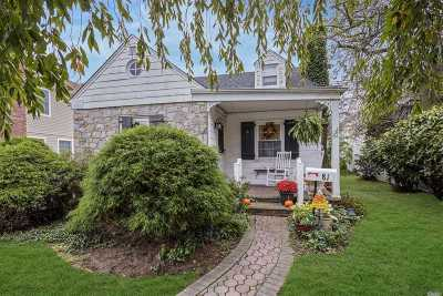 Single Family Home For Sale: 81 Plymouth Rd