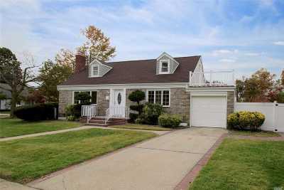 Oceanside Single Family Home For Sale: 2568 Columbus Ave