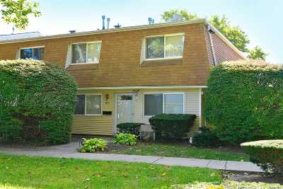 Holtsville Condo/Townhouse For Sale: 105 Storm Dr