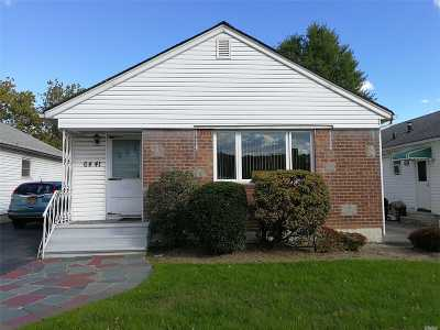 Fresh Meadows Single Family Home For Sale: 64-41 175th St