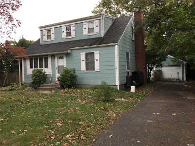 Lake Ronkonkoma Single Family Home For Sale: 15 Bay Ave