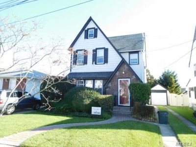 Lynbrook Single Family Home For Sale: 142 Rocklyn Ave