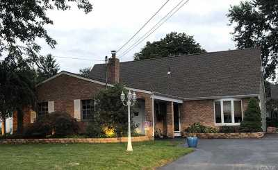 Holbrook Single Family Home For Sale: 31 Birchdale Dr