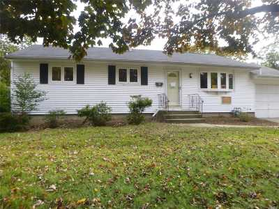 Brentwood  Single Family Home For Sale: 17 Winston Dr