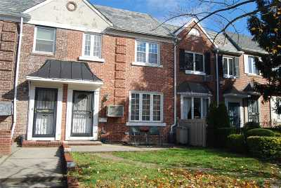 Middle Village Single Family Home For Sale: 62-17 81st St