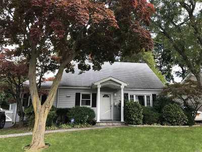 Roslyn Heights Single Family Home For Sale: 23 Harvard St
