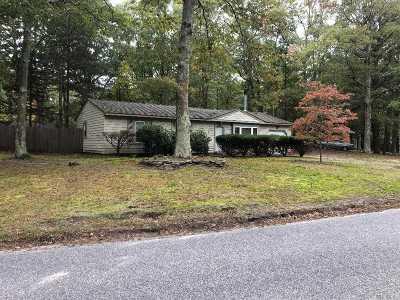 Calverton Single Family Home For Sale: 64 Pinehurst Blvd