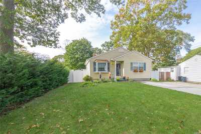 Selden Single Family Home For Sale: 26 Ocala Ct