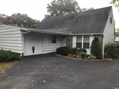 Selden Single Family Home For Sale: 462 Hawkins Rd