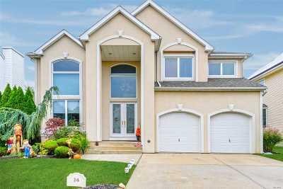 Seaford Single Family Home For Sale: 24 Crescent Cove Cir