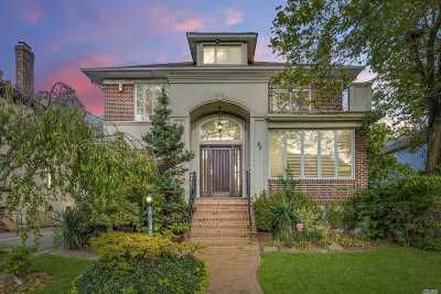 Lawrence Single Family Home For Sale: 42 Margaret Ave