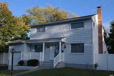 Smithtown Single Family Home For Sale: 17 Weston Ln