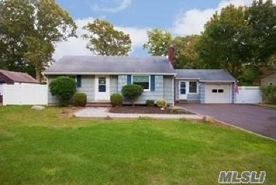 Holtsville Single Family Home For Sale: 25 Vautrin Ave