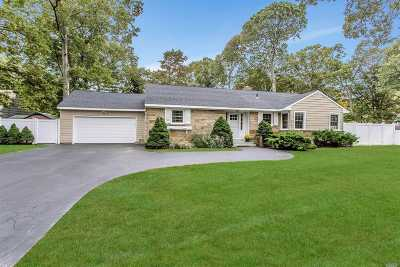 East Islip Single Family Home For Sale: 30 Timberpoint Rd
