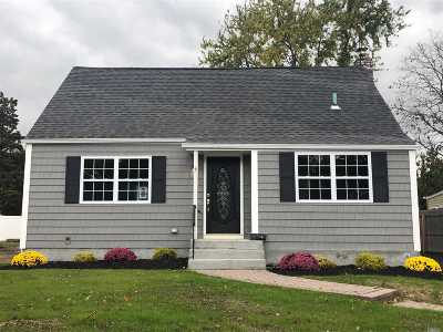 Wantagh Single Family Home For Sale: 965 Brent Dr