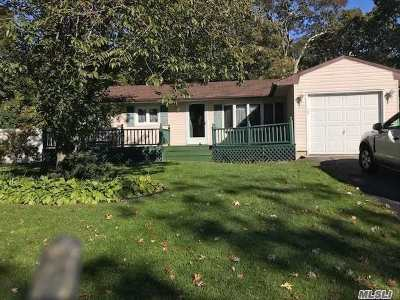 Ronkonkoma Single Family Home For Sale: 31 Duncan Ave