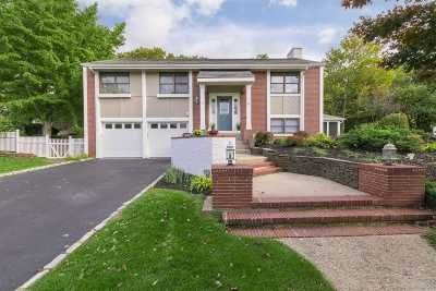 Holbrook Single Family Home For Sale: 15 Whitehall Ct