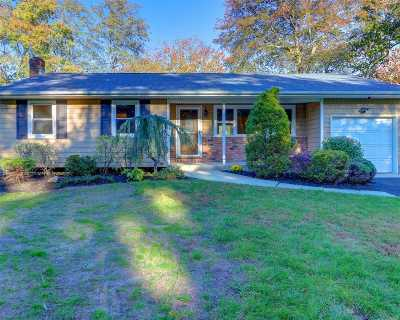 Deer Park Single Family Home For Sale: 17 Eaton Pl