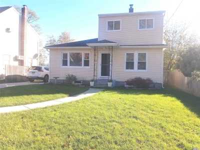 Farmingville Single Family Home For Sale: 8 Lynwood Ave