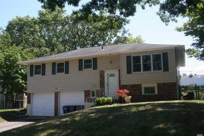 Smithtown Single Family Home For Sale: 28 Parnell Dr