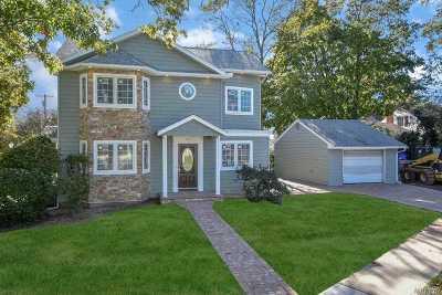 Garden City Single Family Home For Sale: 525 Terrace Ave