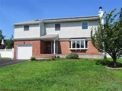 Kings Park Single Family Home For Sale: 20 Westwood Ln