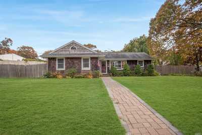 Lake Ronkonkoma Single Family Home For Sale: 56 Maple St