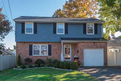 Huntington Single Family Home For Sale: 152 W 19 St