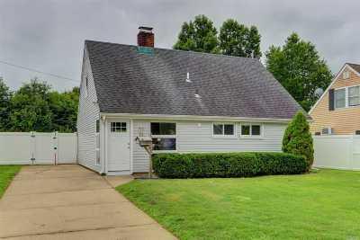 Levittown Single Family Home For Sale: 10 Tiller Ln