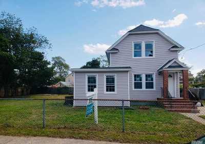 Bay Shore Single Family Home For Sale: 18 John St