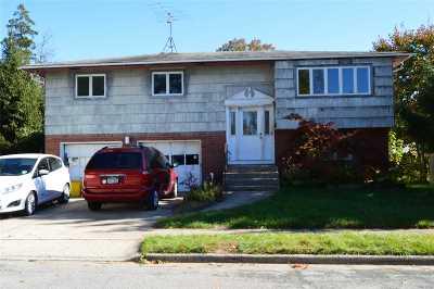 Hicksville Single Family Home For Sale: 70 Morgan St