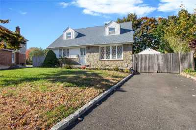 Levittown Single Family Home For Sale: 346 Coleridge St