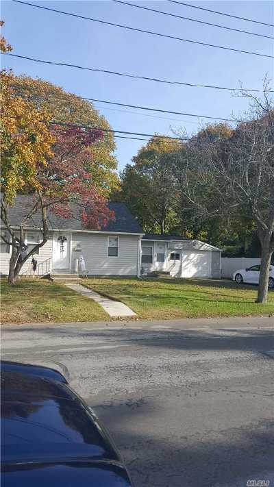 Deer Park NY Single Family Home For Sale: $250,000