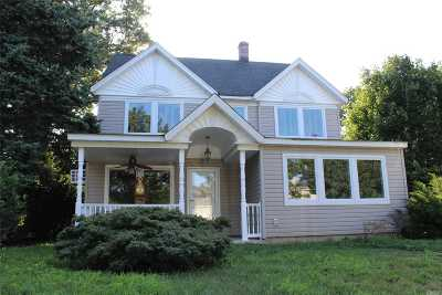Levittown Single Family Home For Sale: 14 Farm Ln