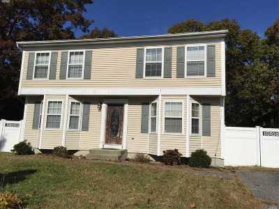 Medford Single Family Home For Sale: 37 Seymour Ln