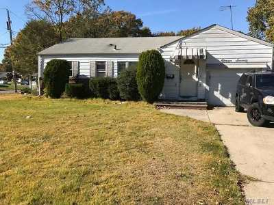 N. Merrick Single Family Home For Sale: 1170 Meadowbrook Rd