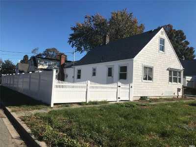 Hicksville Single Family Home For Sale: 12 Schiller St