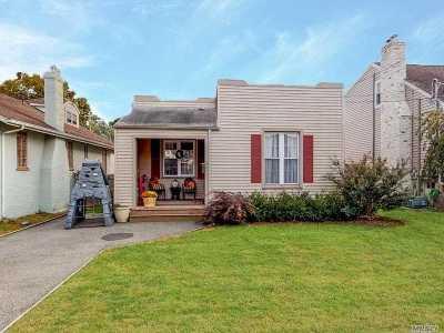 Baldwin NY Single Family Home For Sale: $399,000