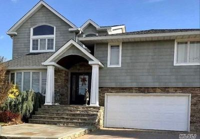 Massapequa Single Family Home For Sale: 22 E Riviera Dr