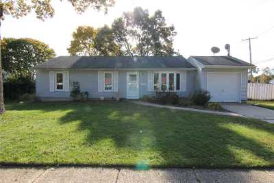 Central Islip  Single Family Home For Sale: 4 Naples Ave