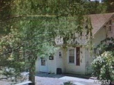 Deer Park NY Single Family Home For Sale: $255,000
