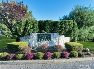 Commack Condo/Townhouse For Sale: 136 Scarlett Dr