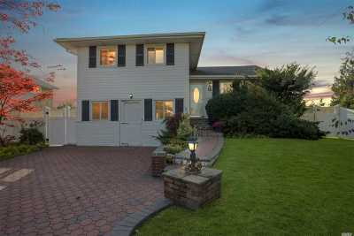 Jericho Single Family Home For Sale: 26 Westmoreland Dr